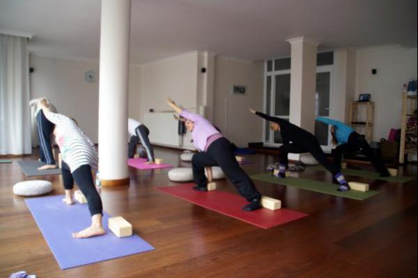 Yogakam studyosunda yoga seansları